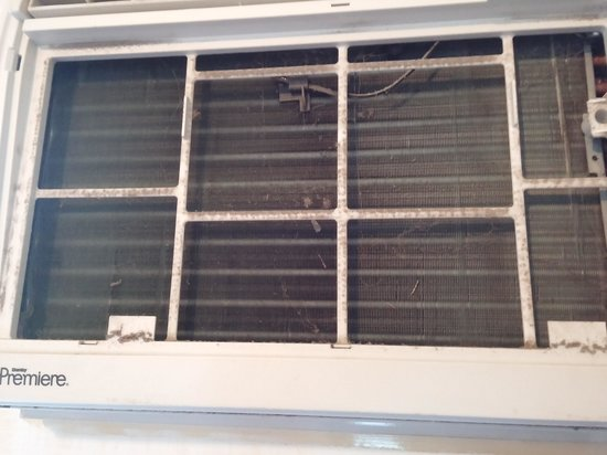 Seven Oakes Motel: Inside of air conditioner