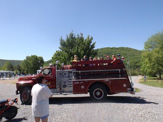Allegheny River Campground : firetruck ride