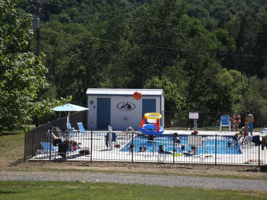 Allegheny River Campground : heated pool fun