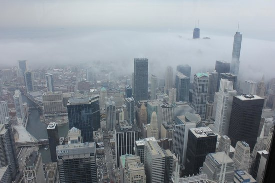 Skydeck Chicago - Willis Tower : foggy chicago