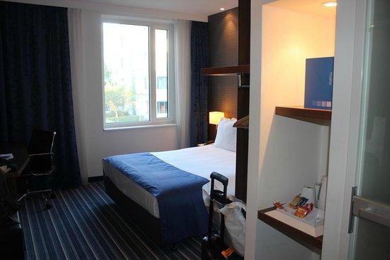 Holiday Inn Express Amsterdam-Schiphol: 客室