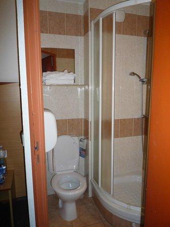 Hôtel Kyriad Nice Port : il bagno della 516
