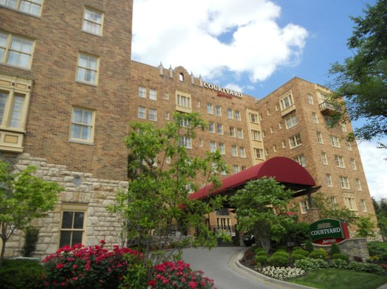 A Real Gem In Kc Mo Picture Of Courtyard Kansas City Country Club Plaza Tripadvisor