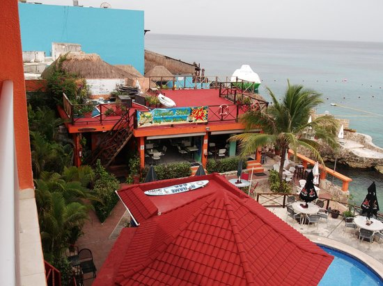 Barracuda: View from deck to restaurant
