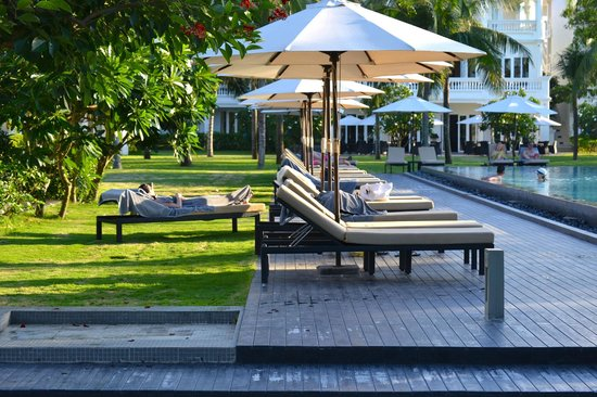 Boutique Hoi An Resort: Lounge chairs around the pool