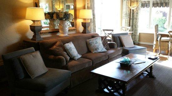 Sandpiper Inn Carmel: Main sitting area