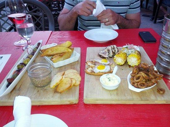 Brut Cantina Sociale: Olives, potato wedges, duck rillette, quail egg & duck canape, tuna tataki, corn & calamari