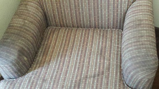 Americas Best Value Inn & Suites - Memphis East : The chair was filthy and sticky