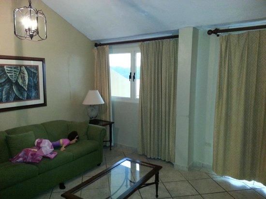 Sea Breeze Hotel: Living Room