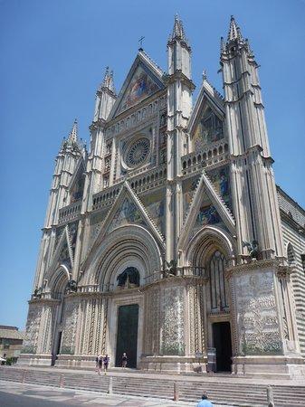Duomo di Orvieto: 正面から