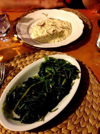 Gli Angeletti: Risotto de trufa y queso - Espinacas salteadas con ajo