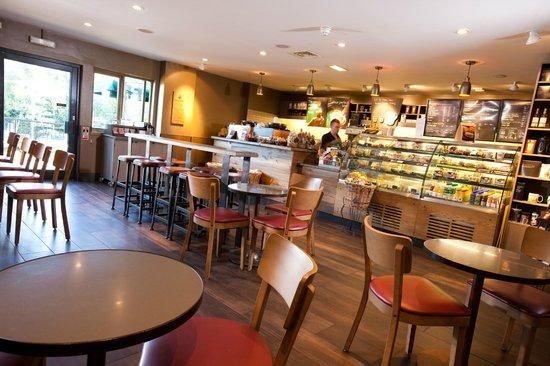 Village Hotel Cardiff: Starbucks