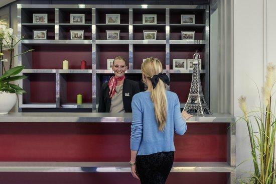 Mercure Cergy Pontoise Centre : Réception / Lobby