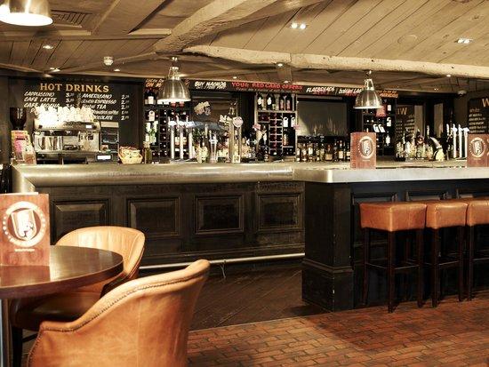 Village Hotel Cardiff: Village Pub