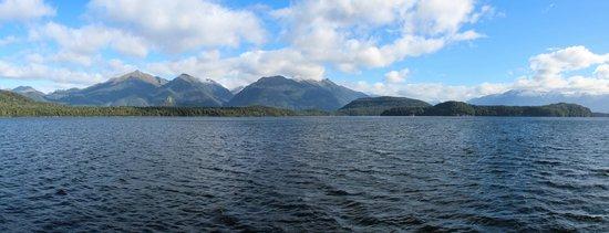 Doubtful Sound : Pano of Lake Manapouri..