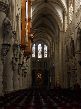 Cathédrale Saints-Michel-et-Gudule de Bruxelles : interior catedral