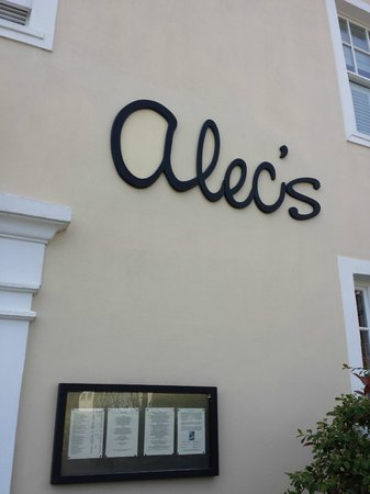 Alec's Restaurant: Outside the entrance.
