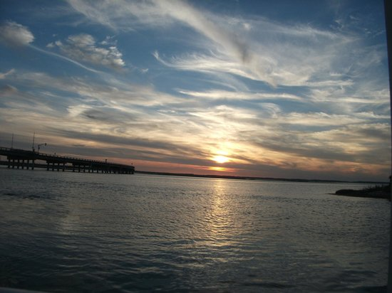 Island Motor Inn Resort : Beautiful sunset from the boardwalk.