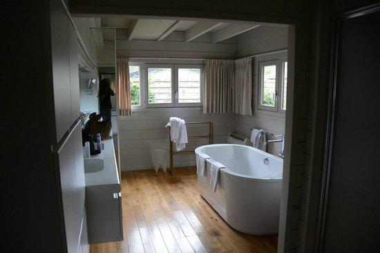 La Butte Aux Bois Hostellerie : Salle de bains