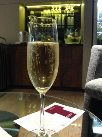 Crowne Plaza Barcelona - Fira Center: lounge bar privilége
