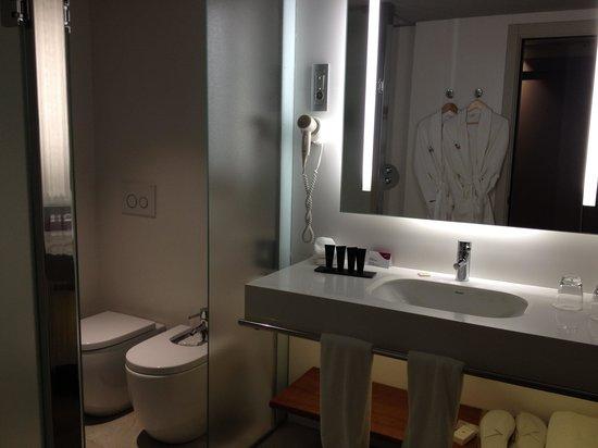 Crowne Plaza Barcelona - Fira Center: salle de bain baignoire