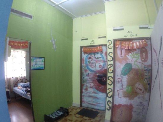 Tony's Guesthouse: Vue sur les chambres