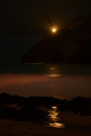 Oahu Photography Tours : Light reflection of water on the sand