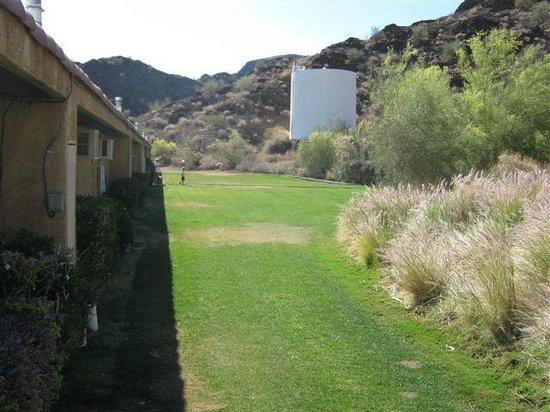 Havasu Springs Resort : Behind the Lakeview Motel
