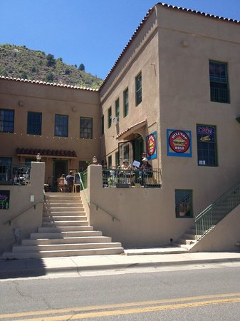 Jerome, AZ: Retail shops plus apartments