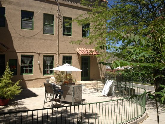 United Verde Apartments : Beautiful Building in Jerome