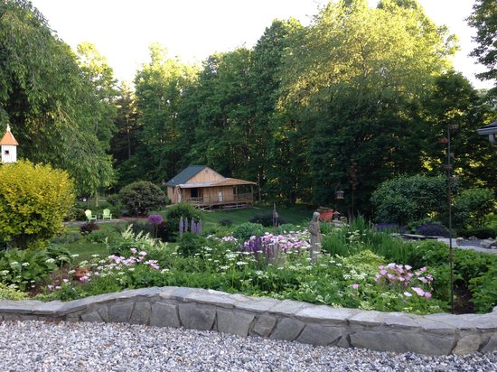 Linville Falls Lodge & Cottages: Garden