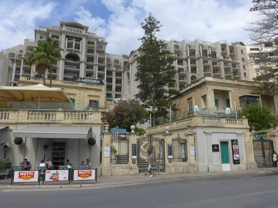 Le Meridien St. Julians : View of hotel front