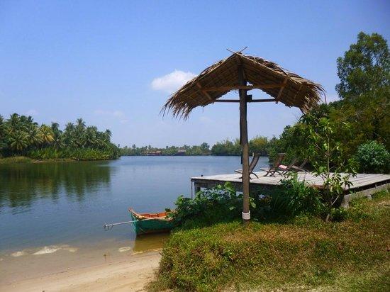Champa Lodge: View upriver
