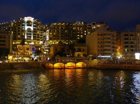 Le Meridien St. Julians : Balluta Bay by night