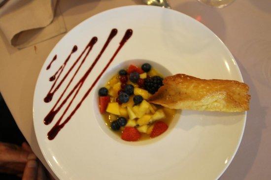 """Hotel Du Golf De L'Ailette : salade de fruits et excellente tuie """"maison"""""""