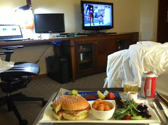 Holiday Inn Seongbuk Seoul: room service, please