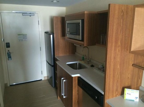 Home2 Suites by Hilton Fargo: Suite/room kitchen