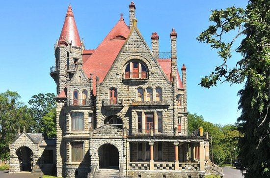 The Craigmyle: Historical Craigdarroch Castle in our backyard