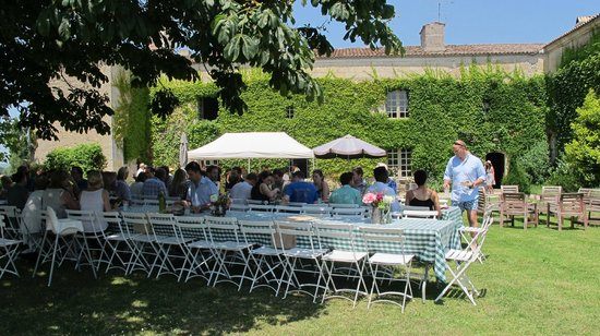 Chateau Rigaud : lunch on the lawns