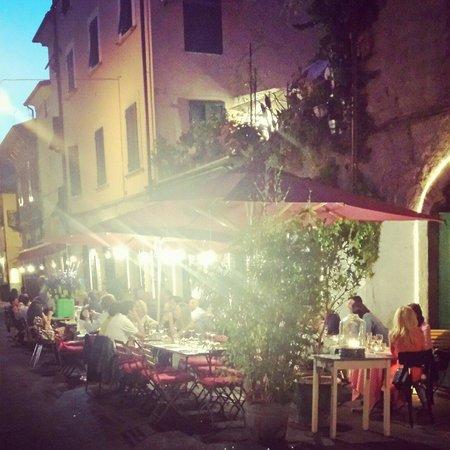 Trattoria Il Marzocco: The vibrant terrace