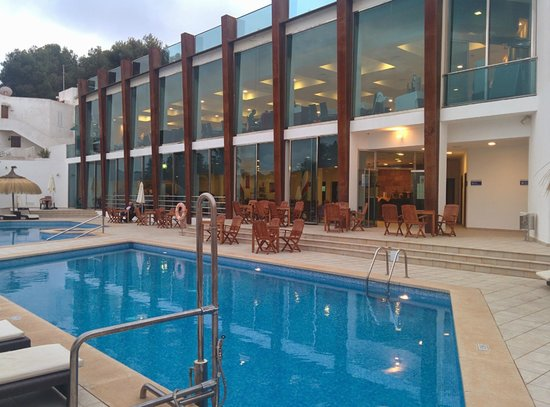 Aparthotel Ferrera Blanca: Lower pool
