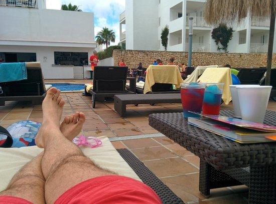 Aparthotel Ferrera Blanca: Upper pool