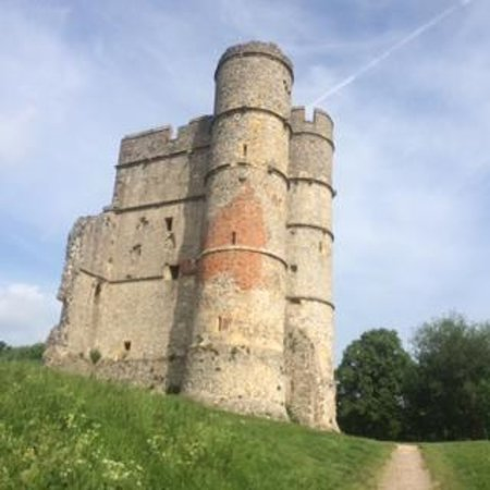 Donnington Castle: beautiful old castle, worth preserving