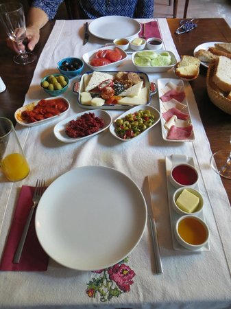 Kitap Evi Hotel: Kitap Evi breakfast (with most of OJ gone, no coffee yet)