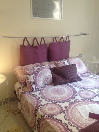 B&B All'Angolo di Romeo: Bed room