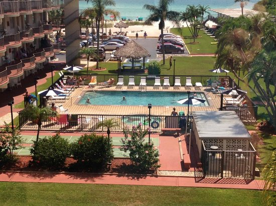 Sarasota Sands: Pool area