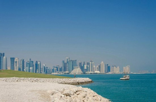 Hilton Doha: Skyline (Hilton in distance)