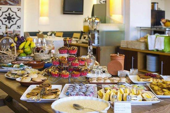 Costa D'oiro Ambiance Village : Breakfast Buffet - Typical Portuguese Buffet