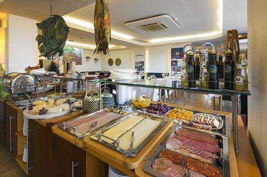 Costa D'oiro Ambiance Village : Breakfast Buffet