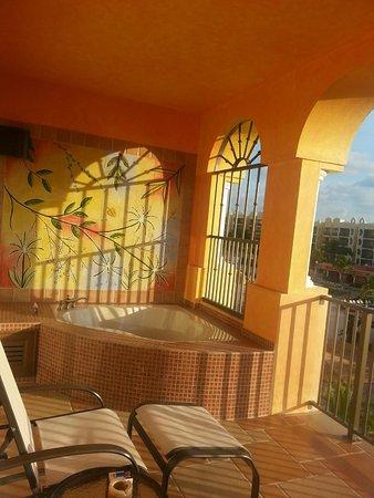 The Royal Haciendas All Suites Resort & Spa : Whirlpool tub on balcony!